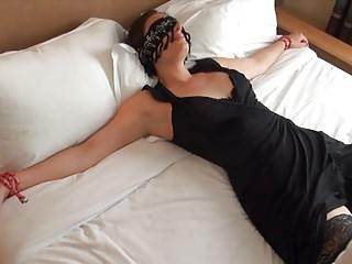 W hotelu czekała przywiązana niewolnica